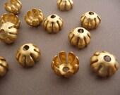 6 Bead Caps - Brass Floral Flower - Round (6)