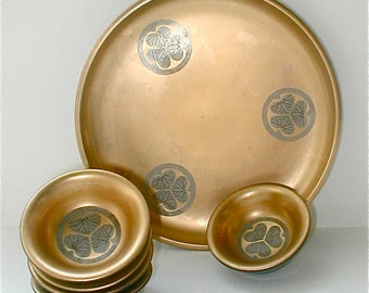 Japanese Gold Gilt Lacquerware Saki Set Tray with 5 Cups Gold Leaf and Lotus Design Vintage 50s