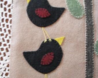 primitive penny rug- candle mat - Daisy Gazer - Blackbirds