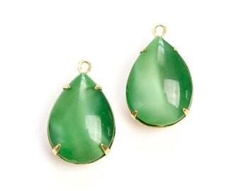 Vintage Green Moonglow Glass Teardrop Stones 1 Loop Brass Setting 18x13mm par004VV