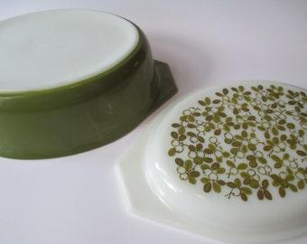 Vintage Pyrex Verde Green White 2.5 Qt Casserole