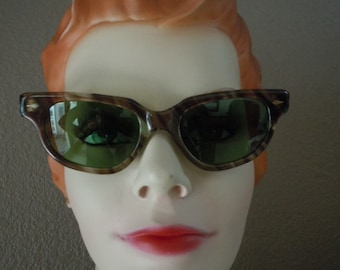 "Vintage 50's ""CALOBAR"" Women's Cat Eye-SunGlasses NEW Old Stock Tortoise  Color Frame -Green Tint Lens Made in France"