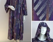 Vintage 70s Lounge Dress Purple Abstract Print Hooded Dressing Gown Lounge Wear Size Medium 1970s - catwalkcreative