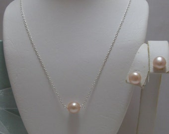 Solitaire Pearl Pendant on necklace and earrings set
