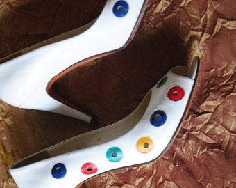 Summer vintage 80s white genuine leather stiletto with open toe and multicoler dot . Made by Garolini. Size 61/2M