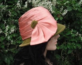 1940s Green Velvet Cloche Hat w/Pink Satin Trim / 40s Hat