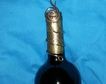 Gold Treble Clef swirls Wine, Champagne, Beer bottle Wedding Place Card or Photo Holders Aluminum Jewelry Wire