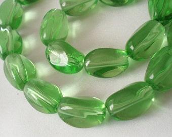 26pcs - 13x10mm Green twist oval glass beads Strand