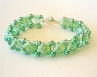 Beaded Bracelet Jewelry Lime Green Aurora Borealis Faceted Glass Beads