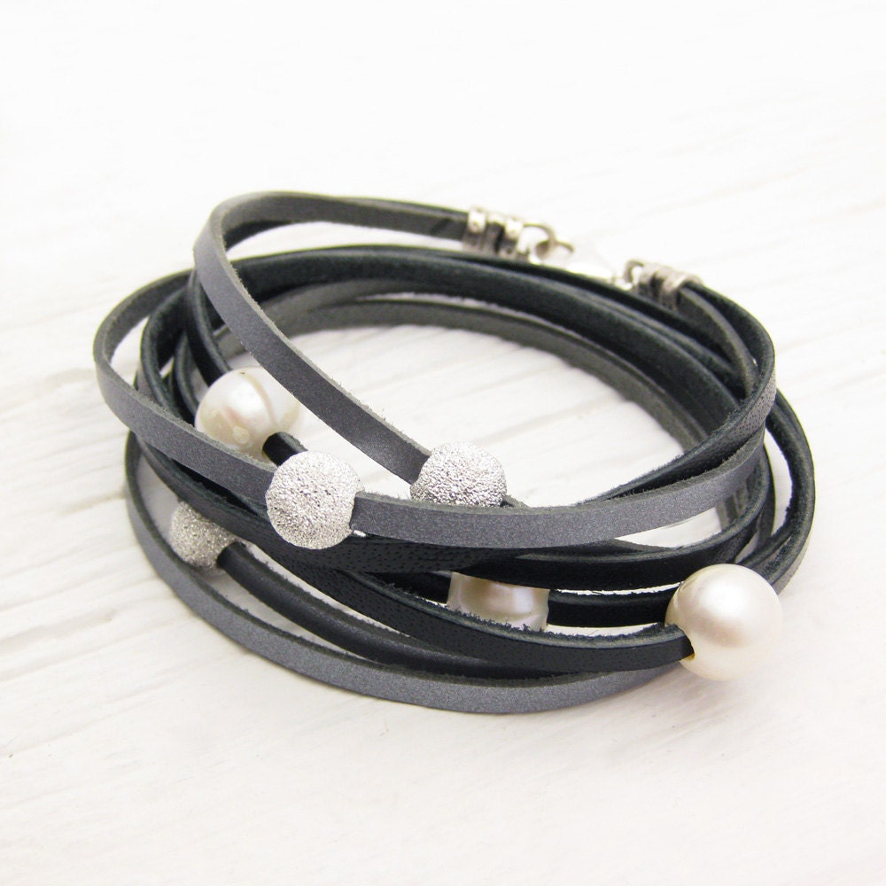 black silver pearl leather wrap bracelet fresh water pearl. Black Bedroom Furniture Sets. Home Design Ideas
