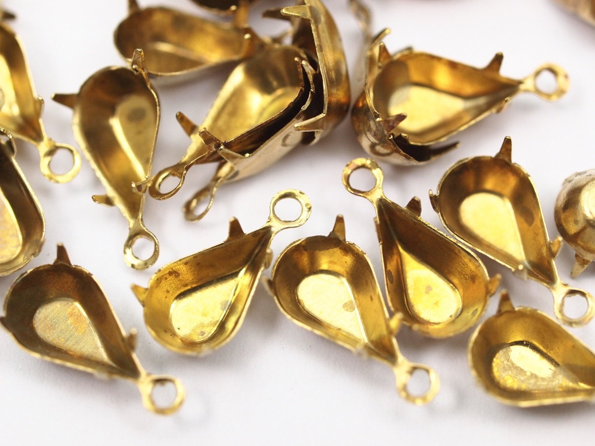 13x8mm Pear Brass Prong Settings 1 Loop for Pendants//Charms Qty 12 New 20ss