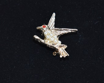Cute Vintage Bird in Flight Brooch, Faux Pearl