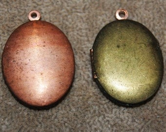 Vintage2 Brass and Copper Oval  Shaped 23x33mm Locket P4L