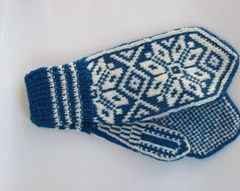 Handknitted mittens, norwegian design in petrolum and cream