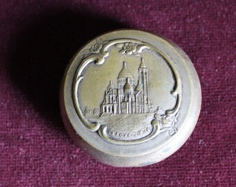 Gorgeous engraved and embossed pill box of Sacre coeur of Paris