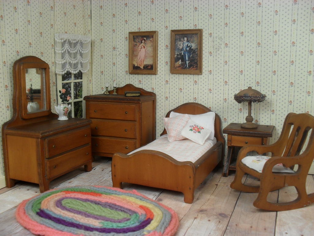 Grand Rapids Dollhouse Bedroom Furniture 1930's