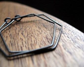sensitive ear hoop earrings in grey niobium. geometric hoops. niobium wire jewelry.