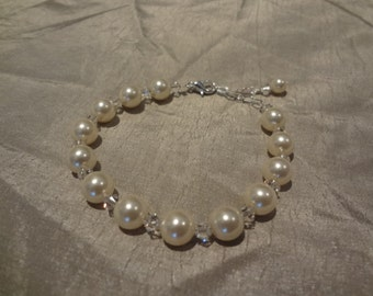 Bridesmaid jewelry ivory white pearl bracelet bridal jewelry wedding gift Julie PB026