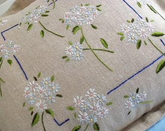 Embroidered Daisies Pillow Pattern Instant Download