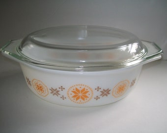 Pyrex Casserole Town and Country Covered Bowl Brown and Orange Star MINT