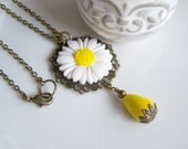 Daisy Necklace, Resin Flower, Yellow Howlite Teardrop, Vintage Summer Jewelry