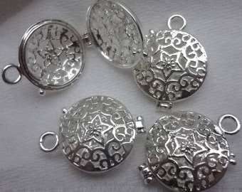 wholesale - bulk discount 6 pcs - Bright silver plated - Flower Star - flat - round - medalion - locket - pendant