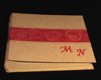 Red batik paper photo album with wax hearts customizable letters original gift for wedding ceremony or recurrence handcrafted in Italy