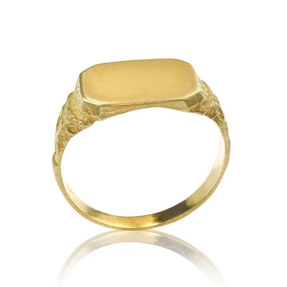 18k gold matte signet ring with engraved detailing s