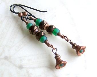 Green and copper flower earrings - hypoallergenic Niobium ear wires - steampunk earrings with gear like beads - steampunk jewelry