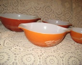 VINTAGE Orange PYREX BOWL Set Wheat Pattern Tangerine Citrus 4 ea