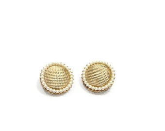 Vintage Gold Circle Pearl Detail Clip On Earrings