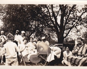Vintage Photo - Old Time Picnic - Vintage Photograph, Vernacular, Found Photo  (G)