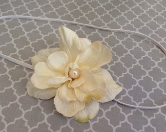 Small ivory flower headband, cream pearl headband,  baby headband,flower girl headband, ivory newborn headband, photo prop
