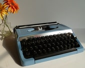 FREE SHIPPING - SERVICED Vintage Blue 1970's Brother Charger 11 Correction Manual Typewriter