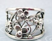 Sterling silver filigree ring with flowers