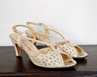 1950's 1960's Cream Leather Summer Sandals - Size 8.5