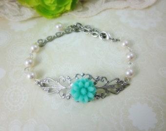 Mint Blue Daisy with cream swarovski pearls Bracelet.  Silver Tone. Bridal Jewelry. Bridesmaids Gifts.