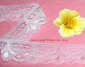White Lace Trim 12 Yards Tulip Scalloped 1-1/4 inch wide Lot R116 Added Items Ship No Charge