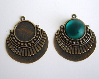 6- Antique Bronz Pendant With Cabochon Settings 16mm.