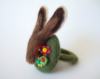Hare Ring with Vintage Flowers
