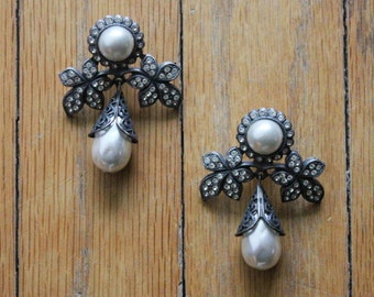 Vintage 80's/90's Pearl and Rhinestone Floral Dangle Earrings