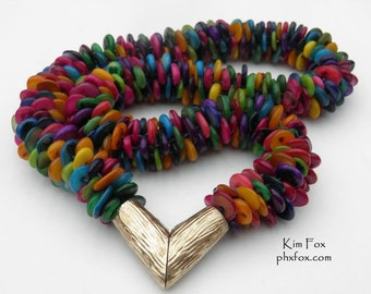 Multicolor mother-of-pearl necklace with magnetic clasp