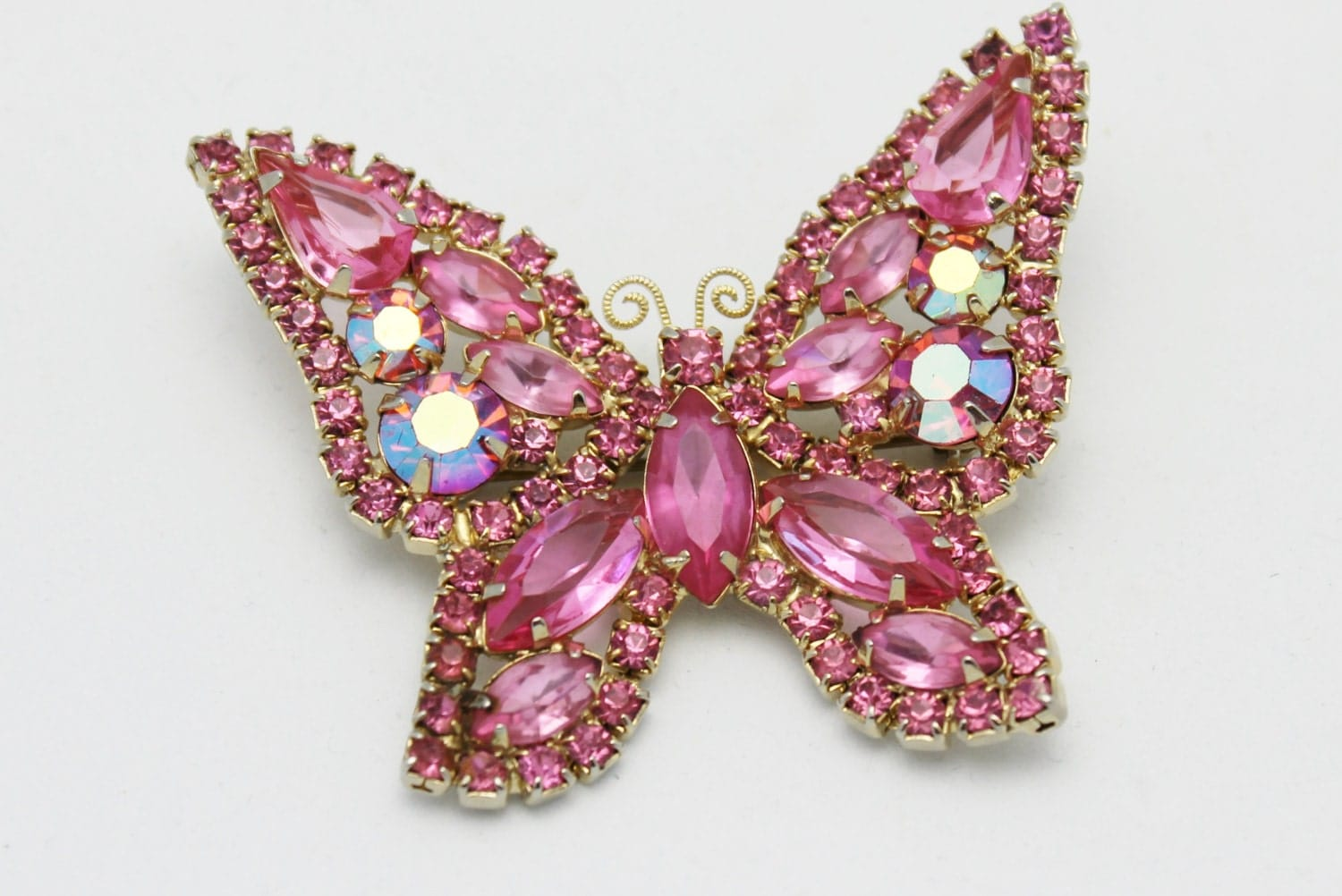 vintage weiss pink butterfly brooch. Black Bedroom Furniture Sets. Home Design Ideas