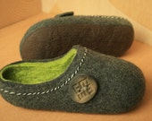 Men Felted Slippers. Dark Gray with Green inside and Lucky Button decor.