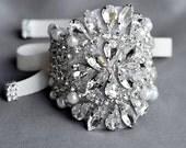 Bridal Rhinestone Pearl Bracelet Cuff Vintage Wedding Crystal Bracelet Bangle Rhinestone Appliqué Brooch Bouquet Wrap BL054LX