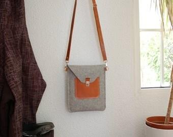 iPad bag, iPad case, iPad 3 bag, iPad 3 case, iPad Retina bag, iPad retina case - Light grey felt and brown leather