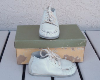 BUNTEES Trademarker Baby Toddler White Leather Man Made Flexible MOCCASINS Shoes Size 3D.