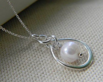Infinity Necklace in Sterling Silver With Fresh Water Pearl