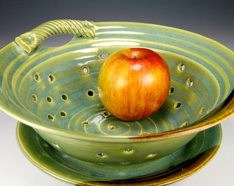 Berry Bowl, large, in green glaze