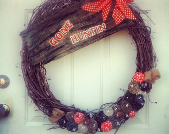 "Large ""Gone Huntin"" 26""x24.5"" Rosette Wreath"